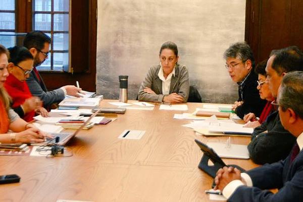 El primer capitalino atendido por Sheinbaum fue Sergio, ex profesor de la Dirección General de Bibliotecas de la Secretaría de Educación. FOTO: ESPECIAL