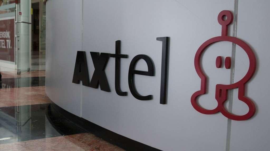 La operación le permitirá a Televisa sumar 1,432 kilómetros de red de fibra óptica. Foto. Reuters.