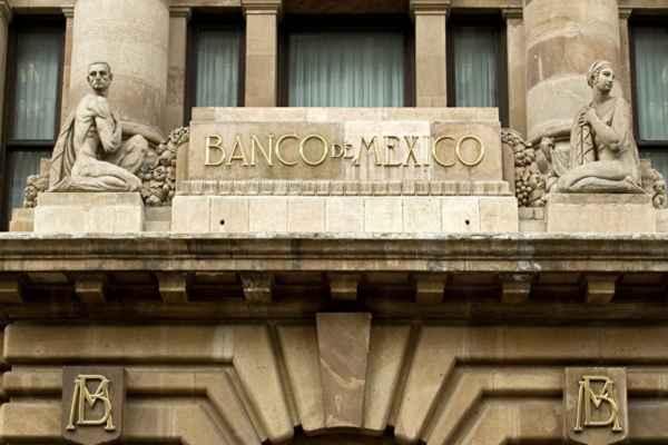 Los analistas aumentaron su previsión de 20.33 a 20.59 por ciento en tipo de cambio. Foto: Especial