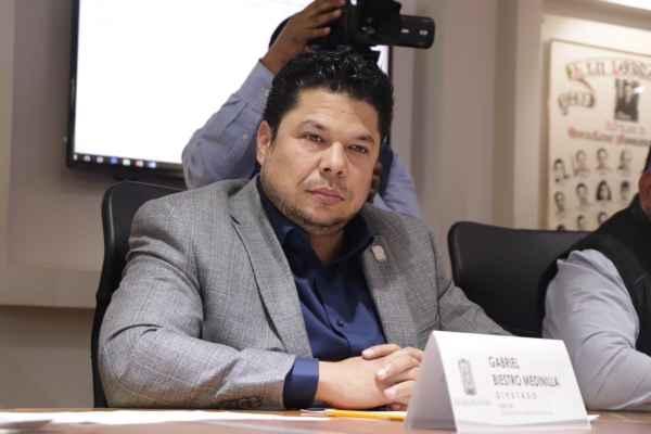 Ricardo Villa Escalera pidió a los diputados locales ser contemplado como el gobernador interino. Foto:@Biestro