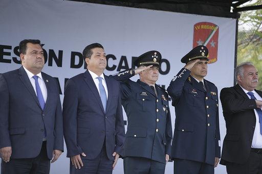 El general, originario de Tuxpan, Veracruz, cuenta con licenciatura en Administración Militar y maestría en Defensa y Seguridad Naciona