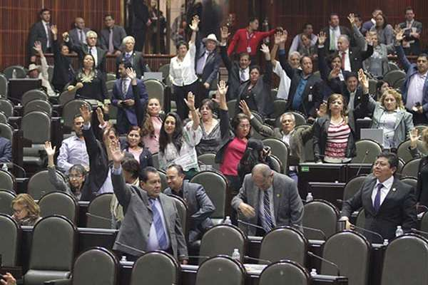 Con el rechazo de las bancadas del PAN, PRD y Movimiento Ciudadano (MC), el pleno de la Cámara baja avaló en lo general, con 341 votos, la ley que permitirá la operación del Fiscal.  FOTO: NOTIMEX