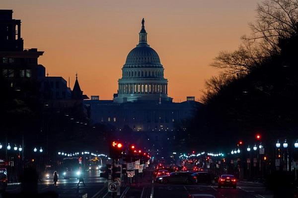 El Partido Demócrata presentó hoy un plan para reabrir el gobierno federal de Estados Unidos y advirtió que, si los republicanos no lo apoyan, serán cómplices junto con el presidente Donald Trump del impacto sobre el pueblo estadunidense. Foto: EFE