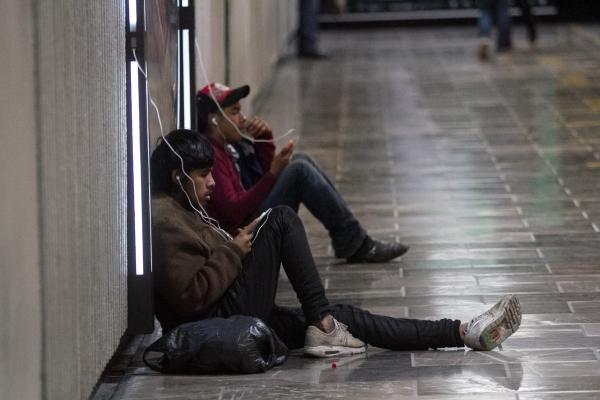 Los teléfonos celulares ya son considerados como una extensión del cuerpo. Foto: Archivo | Cuartoscuro