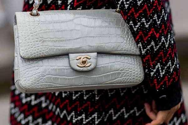 aba0551c4 Chanel deja de utilizar pieles exóticas en sus accesorios