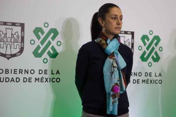 Claudia Sheinbaum dijo que se eliminarán 58 plazas laborales con sueldos de más de 24 mil pesos. Foto: Cuartoscuro
