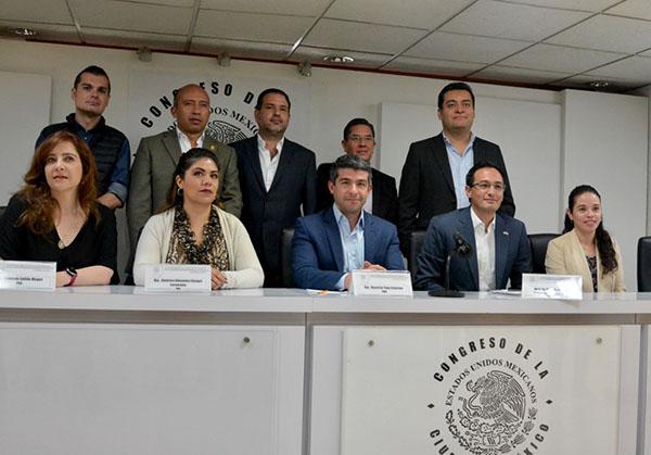 La bancada del PAN, coordinada por Mauricio Tabe, y el dirigente del blanquiazul en la capital, Andrés Atayde, se quejaron de que Benito Juárez es una de las demarcaciones más castigadas