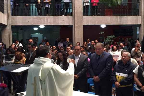 Blanco Bravo justificó su asistencia a la misa y expresó que acudió como invitado. Foto: Especial