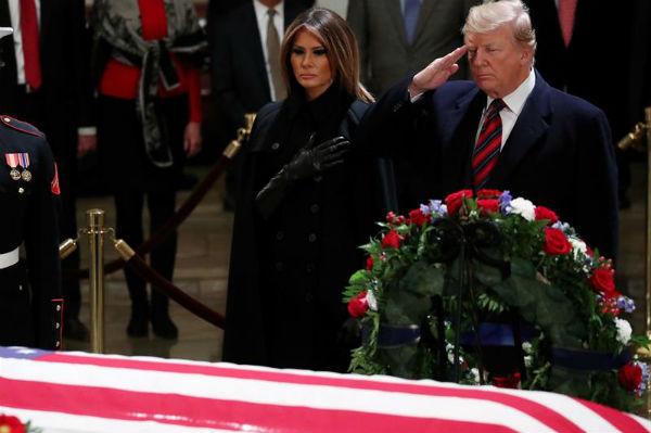 El miércoles, día de luto nacional declarado por Trump, el féretro será llevado a la Catedral Nacional para un servicio religioso