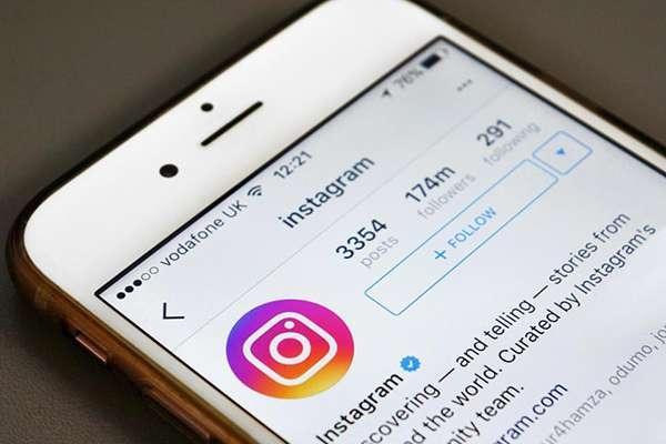 Para poder ver las historias de Instagram sin que quede el registro de la visita, lo primero que se debe hacer es abrir la aplicación, entrar a la cuenta y cargar la historia de la persona que está antes del perfil que sea de su interés.