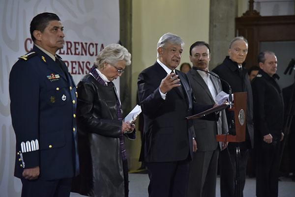 Acompañado de su gabinete de seguridad, el presidente López Obrador señaló que garantizar la paz no es algo que vaya a delegar. FOTO: CUARTOSCURO