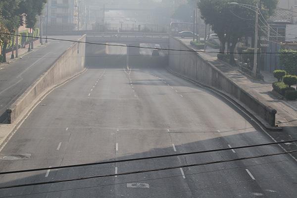 Tras la celebración de Nochebuena, las calles de la Ciudad de México se mantienen con muy poco aforo vehícular.  FOTO: NOTIMEX
