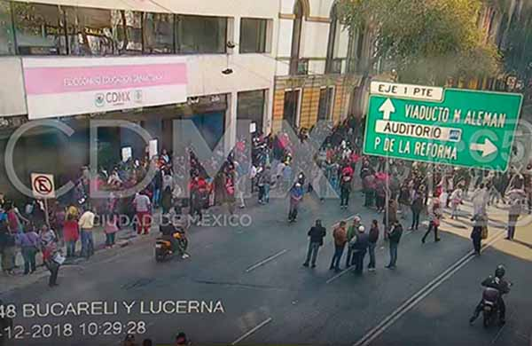 Una de las protestas es la que se encuentra afectando a Bucareli, a la altura de Lucerna.  FOTO: C5