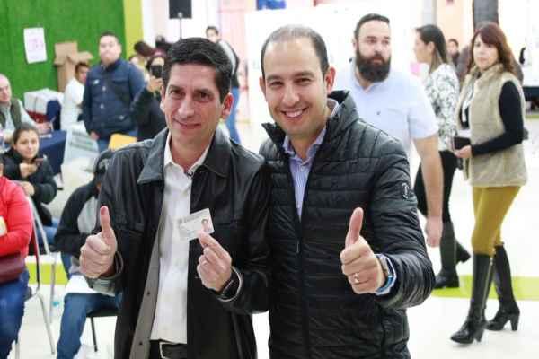 Cortés acompañó al candidatoFelipe de Jesús Cantúa emitir su voto. Foto:@MarkoCortes