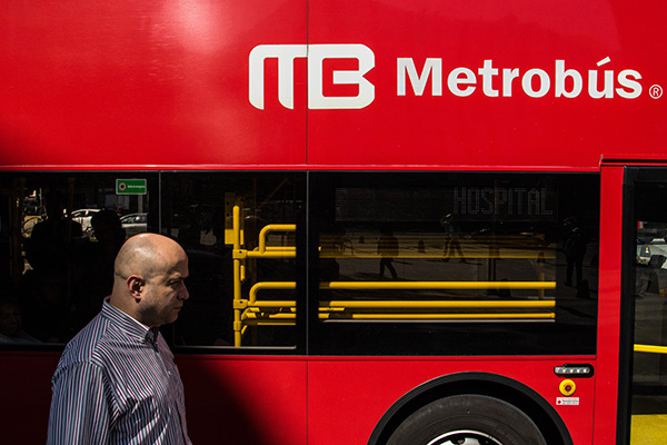 Debido al flujo de peregrinos el 11 y 12 de diciembre, el Metrobús implementó circuitos en Línea 7 deCampo Marte a Talismán.  FOTO: CUARTOSCURO