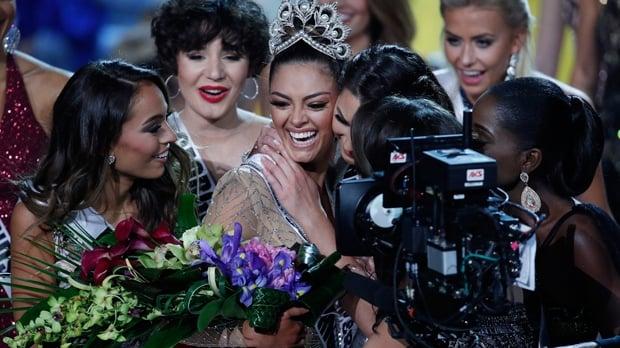 La modelo sudafricana Demi-Leigh Nel-Peters  Miss Universo 2017 en Las Vegas, Nevada, EU. Foto: AP