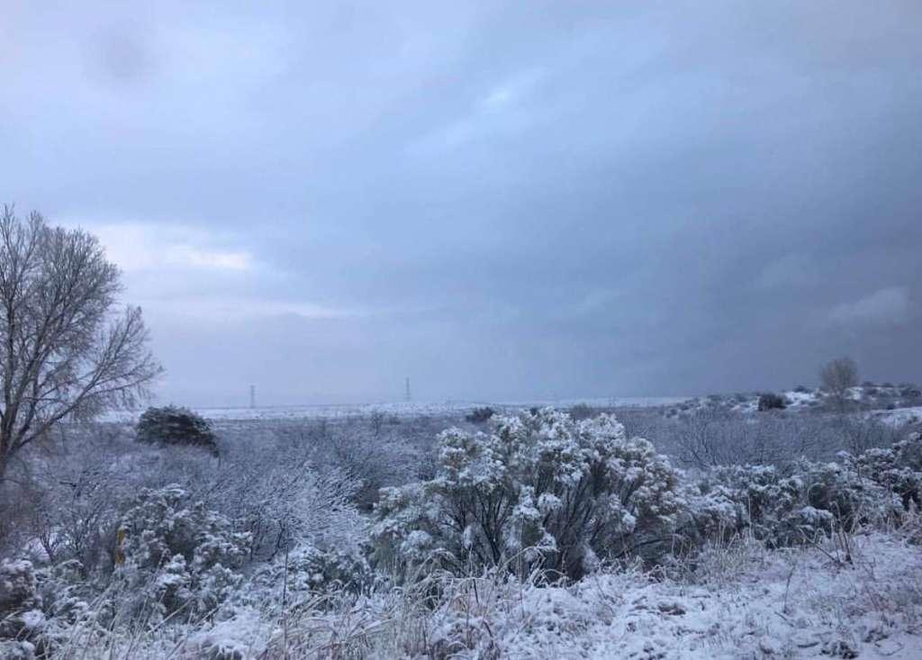 Las autoridades alertaron que durante la noche del viernes y madrugada del sábado continuarán las lluvias dispersas, así como aguanieve y nieve en las regiones norte y noreste de Sonora