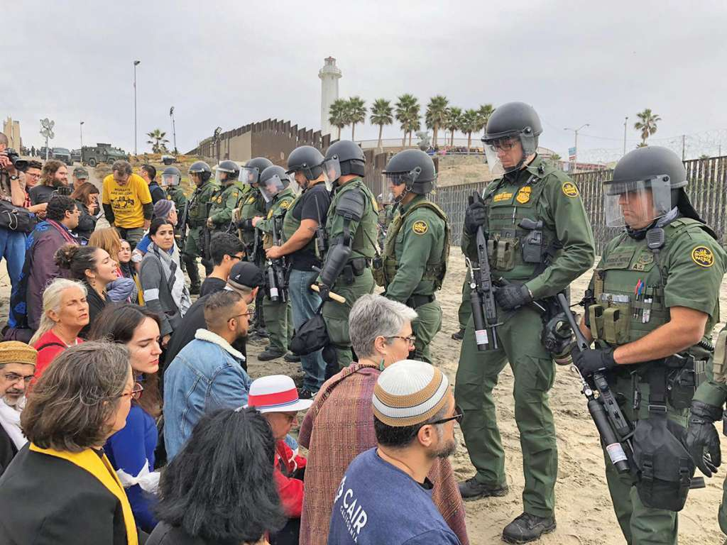 Los 400 activistas fueron desalojados cuatro horas después de su llegada. Foto: Ana Gómez Salcido / El Heraldo de México.