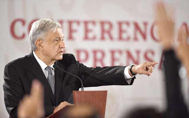 El presidente Andrés Manuel López Obrador da la palabra a un reportero durante su rueda de prensa matutina. Foto: Pablo Salazar Solís / El Heraldo de México.