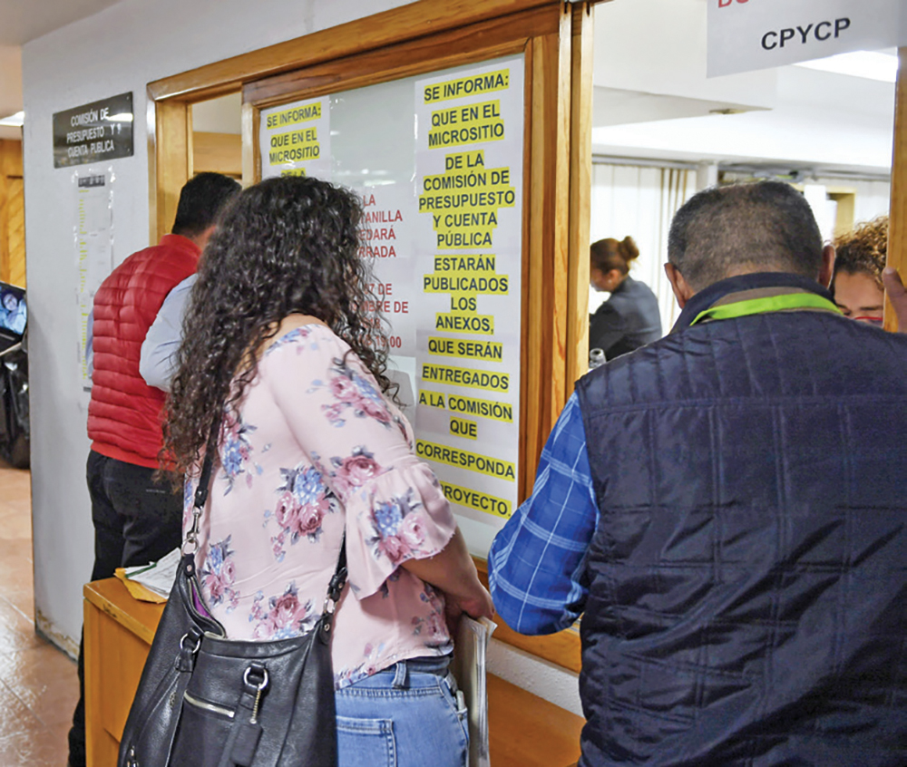 Toda la documentación será analizada por los diputados para elegir los proyectos prioritarios. Foto: Edgar López / El Heraldo de México.
