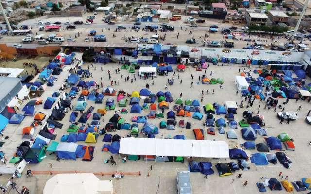 3 mil personas se mantienen en la frontera:  Foto: Especial.