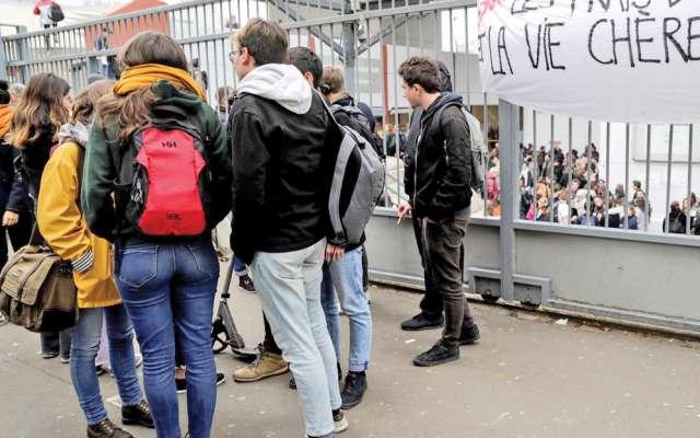 Las manifestaciones contra Emmanuel Macron se expandieron a La Sorbona. AFP