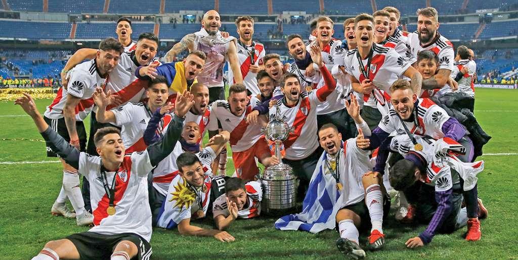 River se impuso ayer 3-1 a Boca Juniors en la interminable final argentina en el máximo torneo de clubes de Sudamérica, que acabó definiéndose en España