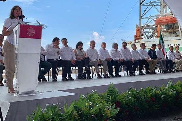 Una de las metas para 2024 será alcanzar una producción de dosmillones 400 mil barriles de petróleo y la elaboración de los combustibles que necesitan los mexicanos. FOTO: SENER