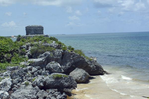 El premio lo recibió Darío Flota Ocampo, director general del Consejo de Promoción Turística de Quintana Roo. FOTO: CUARTOSCURO