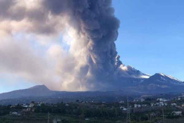 Un estudio publicado en la revista Bulletin of Volcanology reveló que el Etna se desliza muy lentamente hacia el Mediterráneo. Foto:@ChiaraBorzi