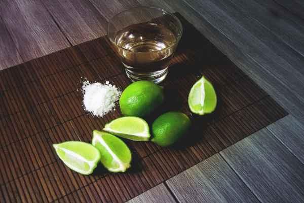 El tequila cristalino es una bebida en tendencia que por su brillantez y transparencia. Foto: Especial