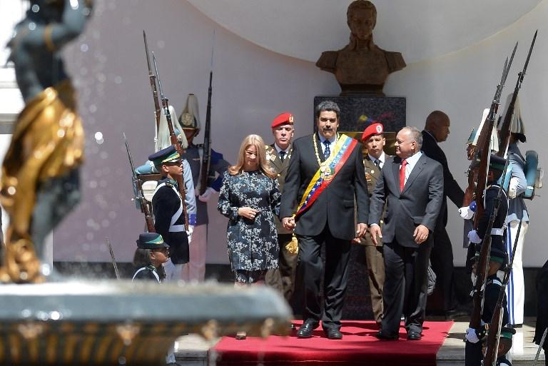 El presidente venezolano Nicolás Maduro , su esposa Cilia Flores  y el presidente de la Asamblea Constituyente Diosdado Cabello llegan al Palacio Legislativo Federal en Caracas. Foto: AFP