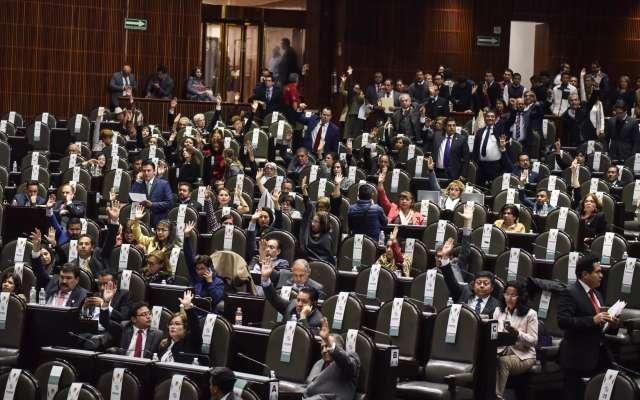 Los diputados morenistas Tatiana Clouthier, vicecoordinadora de la fracción parlamentaria, Lydia García Anaya, y Hugo Ruiz Lustre, presidente de la Comisión de Derechos Humanos, se abstuvieron