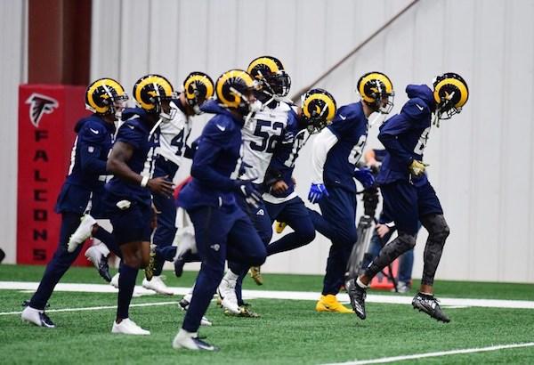 Los miembros de Los Angeles Rams se calientan antes del entrenamiento para el Super Bowl LIII en las Instalaciones de Entrenamiento de los Atlanta Falcons.  Foto: AFP