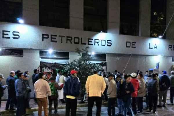 ElSTPRM manifestó su apoyo a López Obrador en el combate a la corrupción en Pemex. Foto: Especial