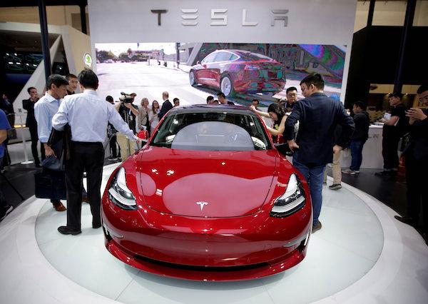 Un automóvil Tesla Model 3 durante una vista previa de los medios en el salón del automóvil Auto China 2018 en Beijing, China. Foto: Reuters