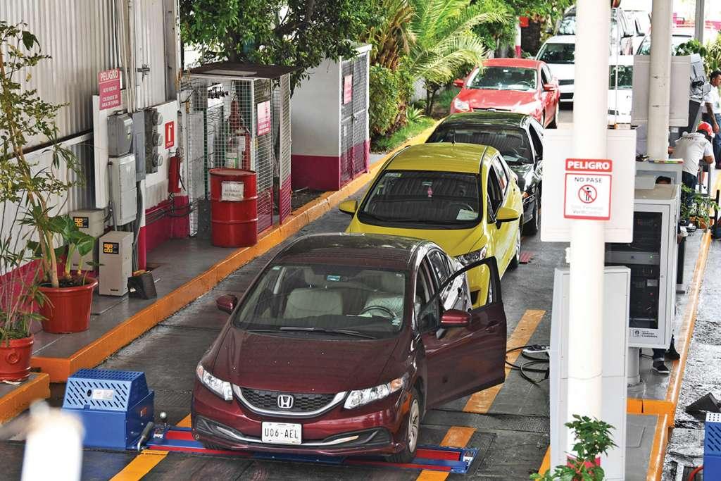 Las autoridades detectaron opacidad en la entrega de permisos para operar los centros verificadores. Foto: Leslie Pérez / El Heraldo de México.