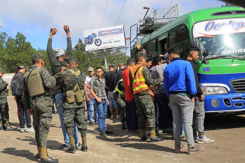 El responsable de la seguridad en Honduras indicó que a los menores de edad se les exige pasaporte y una autorización escrita de los padres