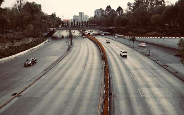 Circuito Interior, una de las principales avenidas de la Ciudad de México que diariamente está repleta de automóviles, luce prácticamente vacía por el desabasto de gasolina de los últimos días. FOTO:  Victor Gahbler