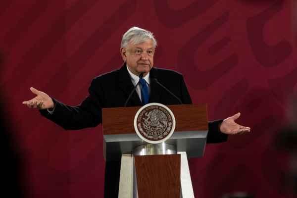 Además, López Obrador dijo que ya se inició el proceso de compra de pipas . Foto: Edgar López