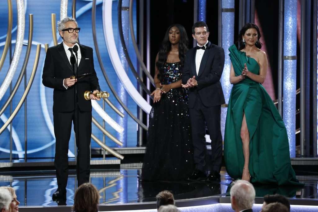 Alfonso Cuarón subió a recibir el premio y dirigió palabras de agradecimiento a su familia FOTO: AP