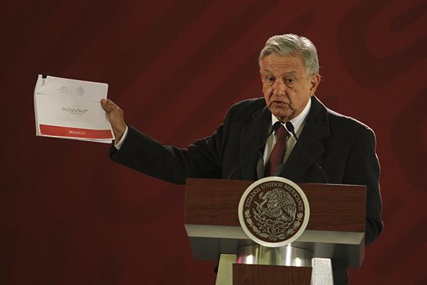 El Presidente reiteró que todos los integrantes de su gabinete deberán hacer pública su declaración patrimonial. FOTO: NOTIMEX