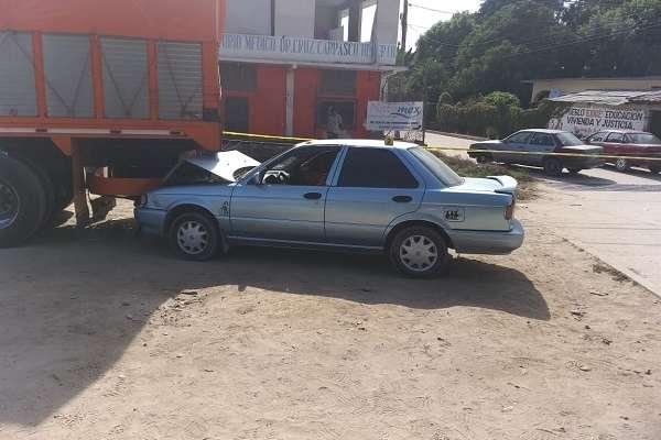 El vehículo fue hallado impactado con un camión tortón. Foto: Noticias Cuenca