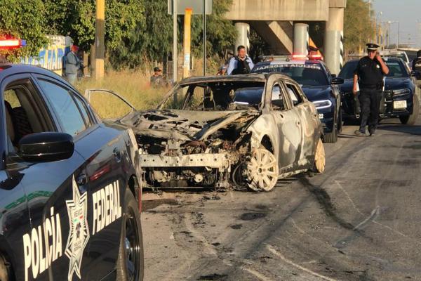Los habitantes de las comunidades aledañas, se unieron a la movilización y comenzaron a incendiar vehículos y bloquear carreteras en diferentes puntos