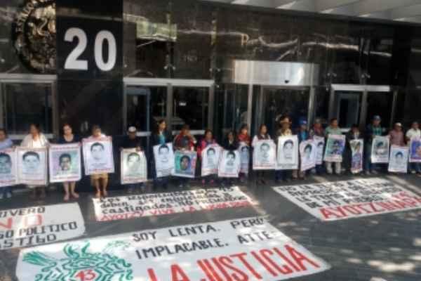 Comisión del caso Ayotzinapa aprueba lineamientos de operación para avanzar en investigaciones