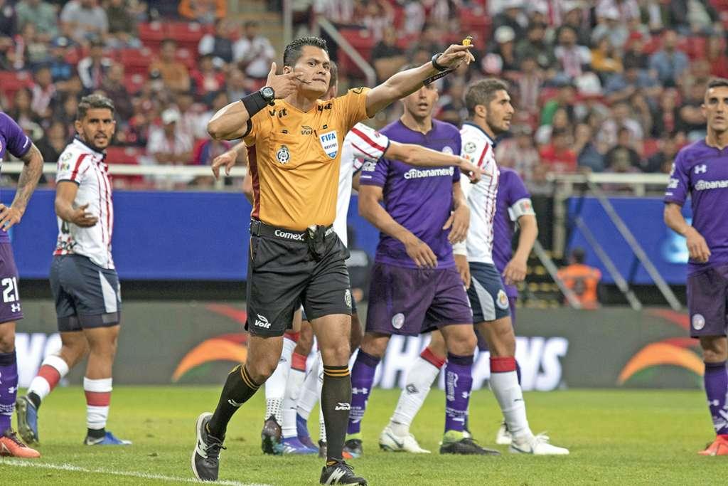 Foto durante el partido Guadalajara vs Toluca correspondiente a la jornada 3 del torneo Clausura 2019 de la Liga BBVA Bancomer celebrado en el estadio de la Akron
