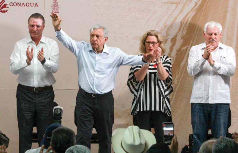 El presidente Andrés Manuel López Obrador, junto con el gobernador de Sinaloa, Quirino Ordaz.