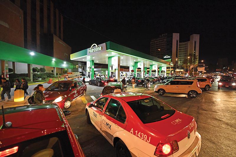 La estación de Insurgentes y Reforma sufrió saturación durante la tarde y noche de ayer. Foto: Leslie Pérez / El Heraldo de México