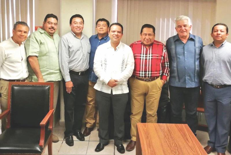 Marcos Rosendo incluyó a José Ramiro López Obrador (segundo de der. a izq.). Foto: Especial