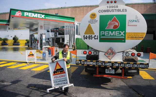 Los gasolineros aseguran que las pipas serán insuficientes para el combustible. FOTO: DIEGO SIMÓN SÁNCHEZ /CUARTOSCURO.COM